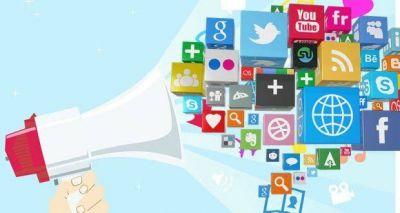 Salahkah Pamer Kebahagiaan Di Sosial Media